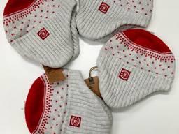 Лот зимних детских шапочек
